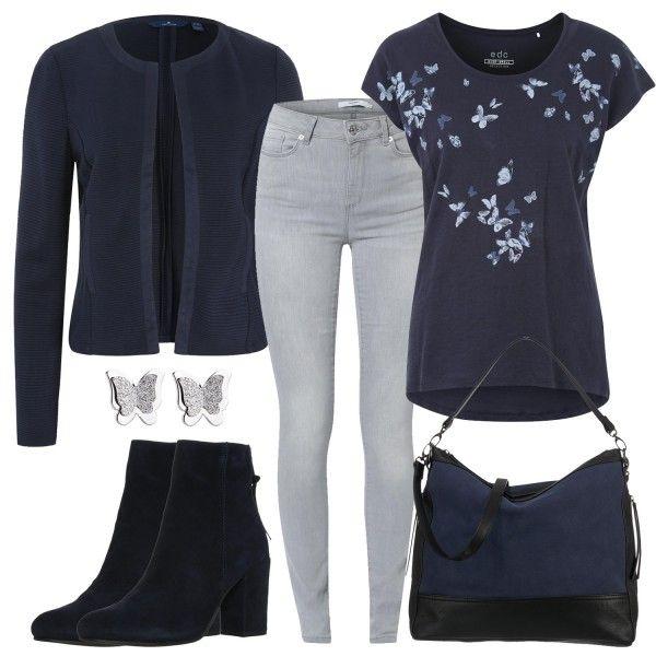 Blaue Schmetterlinge zieren das T-Shirt von Esprit, das du mit einem dunkelblauen Blazer und einer Skinny Jeans kombinierst. Auch die Stiefeletten und die Handtasche sind in einen Dunkelblau gehalten.Weitere inspirierende Outfitkombinationen findest duunterOutfits & Styles.