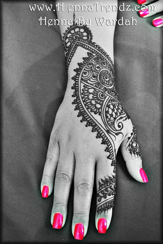 Stylish henna in San Diego, California by www.HennaTrendz.com