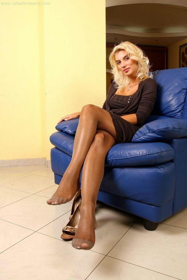 Nylon stockings and high heels kinky foot fetish - XVideos