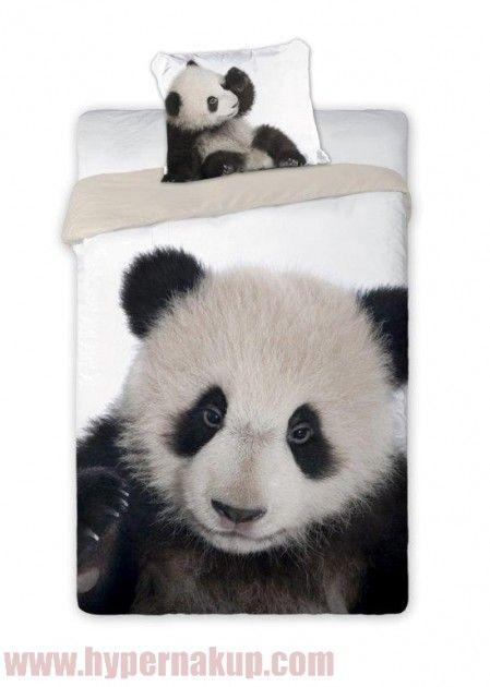 Posteľné bavlnené obliečky s medvedíkom Panda  potešia každého milovníka týchto zvierat. Originálny dizajn, certifikovaná bavlna s kvalitnými farbami , ktoré pretrvávajú aj po mnohých praniach.Obliečky sú vyrobené z hladkej 100% bavlny.Zapínanie na zips.Set obsahuje: - 1x obliečka na vankúš 70x90 cm - 1x obliečka na perinu 140x200 cmOdporúčané pranie pri 40 stupňoch.Posteľné bavlnené obliečky s medveďom PANDA   | PREDAJ | HYPERNAKUP.COM