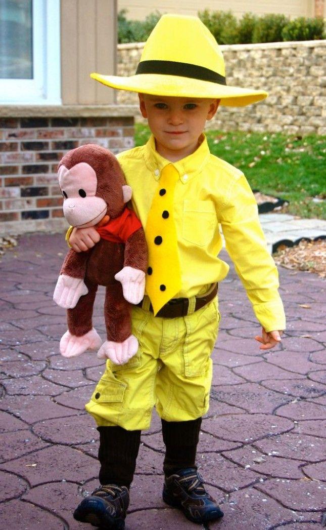 全身黄色の服を着て、猿の人形をもてば、おさるのジョージコスチュームの完成!ハロウィンの簡単子供仮装。
