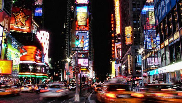 Lugares imprescindibles para una visita relámpago a Nueva York | Lonely Planet.  Aunque 48 horas es muy poco tiempo para descubrir en profundidad todos sus secretos, es suficiente para recorrer sus lugares más emblemáticos y aprovechar al máximo la visita a la Gran Manzana. Más en: http://lonelyplanet.es/blog-48-horas-en-nueva-york-329.html