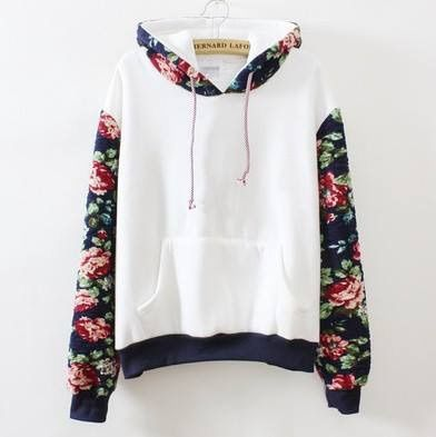 Image via We Heart It https://weheartit.com/entry/165762828/via/12922777 #flores #ropa #hermoso #adolescentes #buzo #mujeres