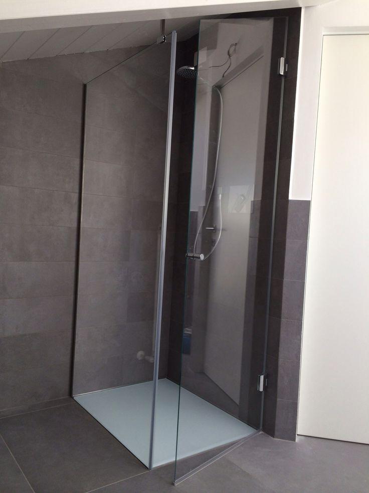 Piatto doccia raso pavimento su misura con pedana in vetro