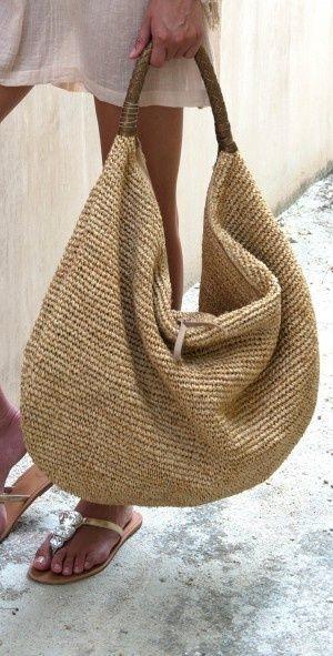 Le panier en paille : le sac de l'été Au rendez-vous comme chaque été, le panier en paille, raphia ou…