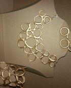 Originales accesorios de silicón de la creadora Marialí Rosato.