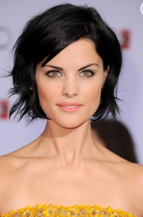 how to keep pixie cut off forehead