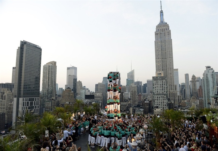 Human tower joins the Manhattan skyline