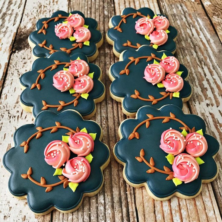 "490 Likes, 12 Comments - Cindy Bentley (@rockchickcookies) on Instagram: ""Sweet floral scallop cookies. #rockchickcookies . . . #cookiesofinstagram #floralcookies…"""