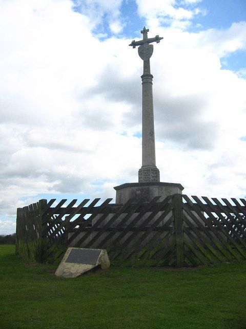 Katherine's Cross was erected in the 18th century to commemorate the time that Katherine of Aragon, first wife of King Henry VIII, was kept under house arrest at Ampthill Castle in 1533. This is the site of Ampthill Castle, and also where the 'Golden Hare' was buried as detailed in Kit Williams book 'Masquerade'
