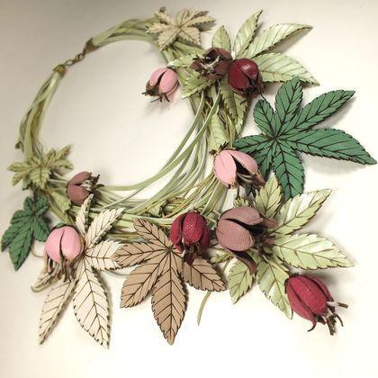 Розово - фисташковый Этюд. Колье из натуральной кожи - светло-зеленый