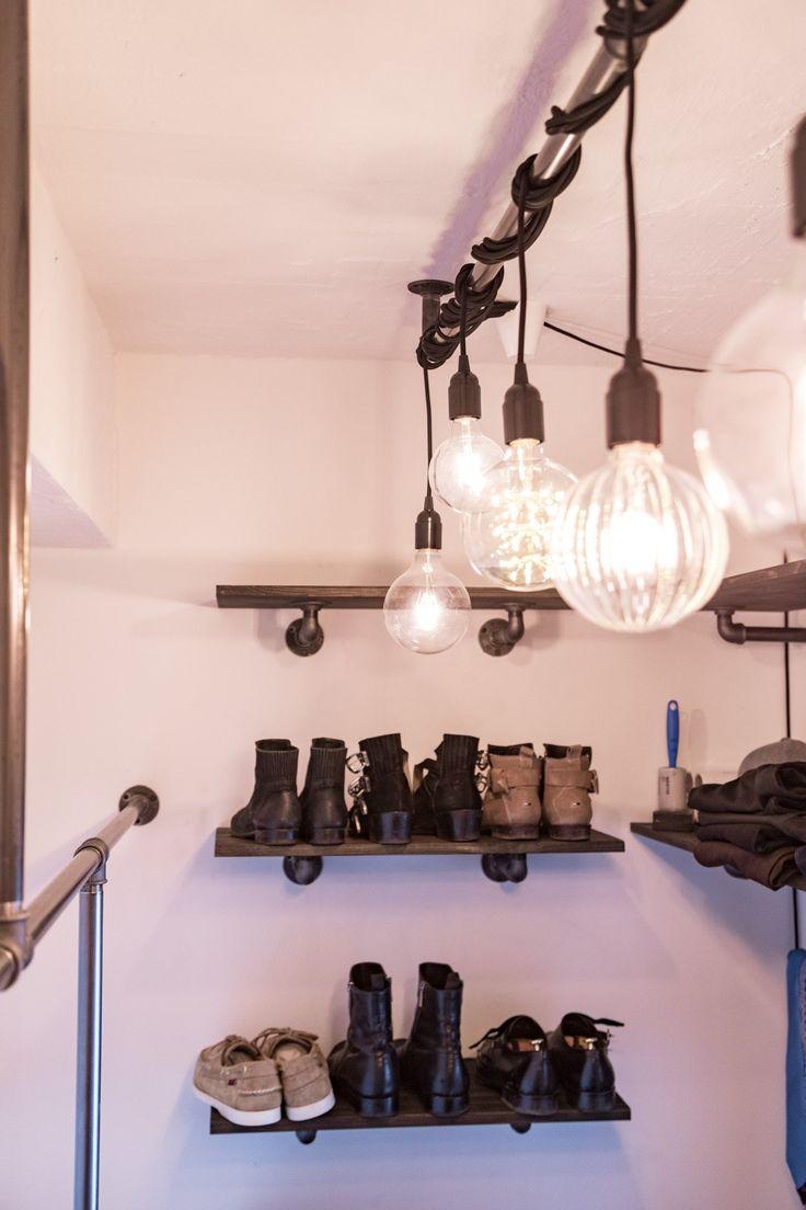 skohylde i walkinn closet - industrielt design
