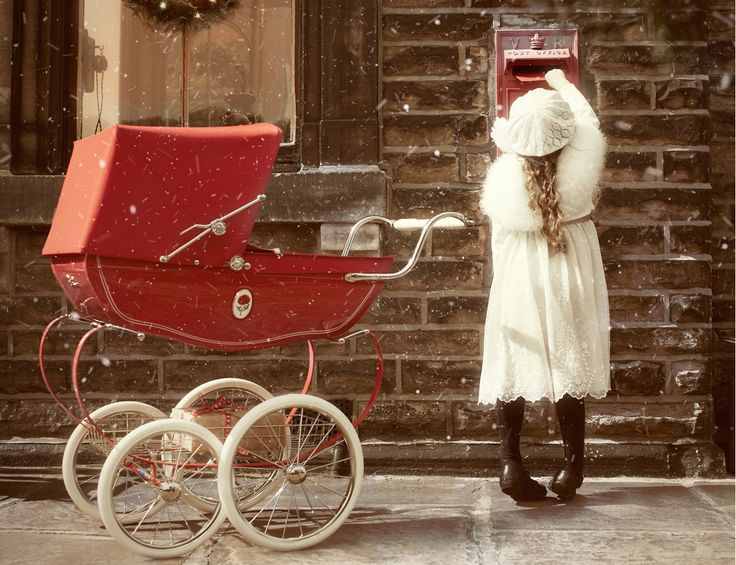 Create some Christmas magic with the Poppy Red Chatsworth traditional doll's pram.