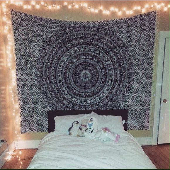 URBAN OUTFITTERS TAPESTRY!! Good as new Magical Thinking tapestry from Urban Outfitters!! I used to have it on my wall in my old apartment but when I moved it didn't go well with my new furniture (I wish it did!!) it's so pretty and in perfect condition!! Make an offer❤️ Urban Outfitters Other