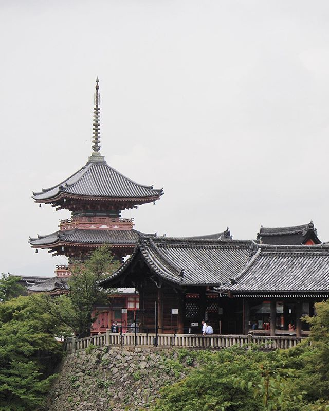 Kiyomizu-dera temple on a rainy day.