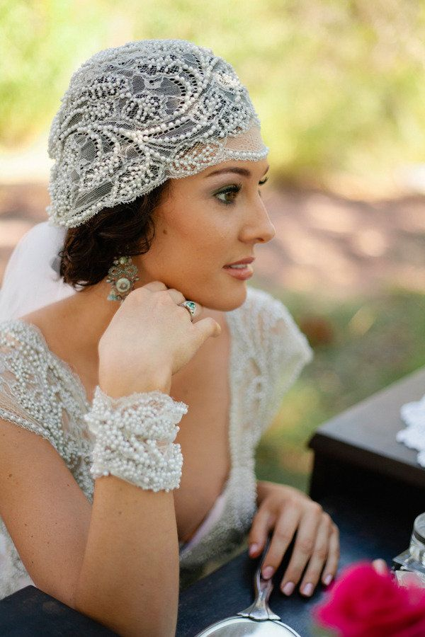 Gorgeous vintage style veil alternative.