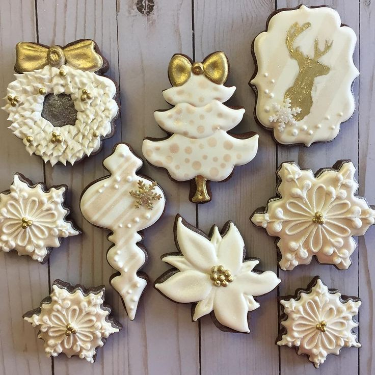 Simple Christmas cookies! I am loving my airbrush and stencils more and more these days! #christmascookies #goldandwhitechristmas #snowflakecookies #southcarolinacookies #southcarolinabaker