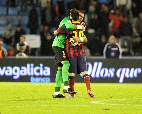 Messi e Vitor Valdes : Olá,  Ontem o Barcelona enfrentou o Celta de Vigo pelo Campeonato Espanhol e venceu por 3 x 0, os gols foram marcados por Fàbregas (2) e Alexis Sanchez. Messi do meu ponto de vista vez até um bom jogo, mas não estava com sorte, suas boas jogadas sempre paravam nas mãos do goleiro do Celta.  Ótimo dia à todos | yolepink