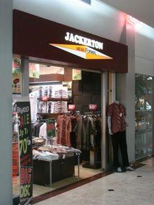 Showroom Metro Mall Bekasi Jl. KH. Noer Ali  Gedung Mal Metropolitan Bekasi Selatan 17148 (021-88861804)