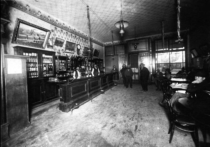 Commercial hotel saloon, early 1900s.
