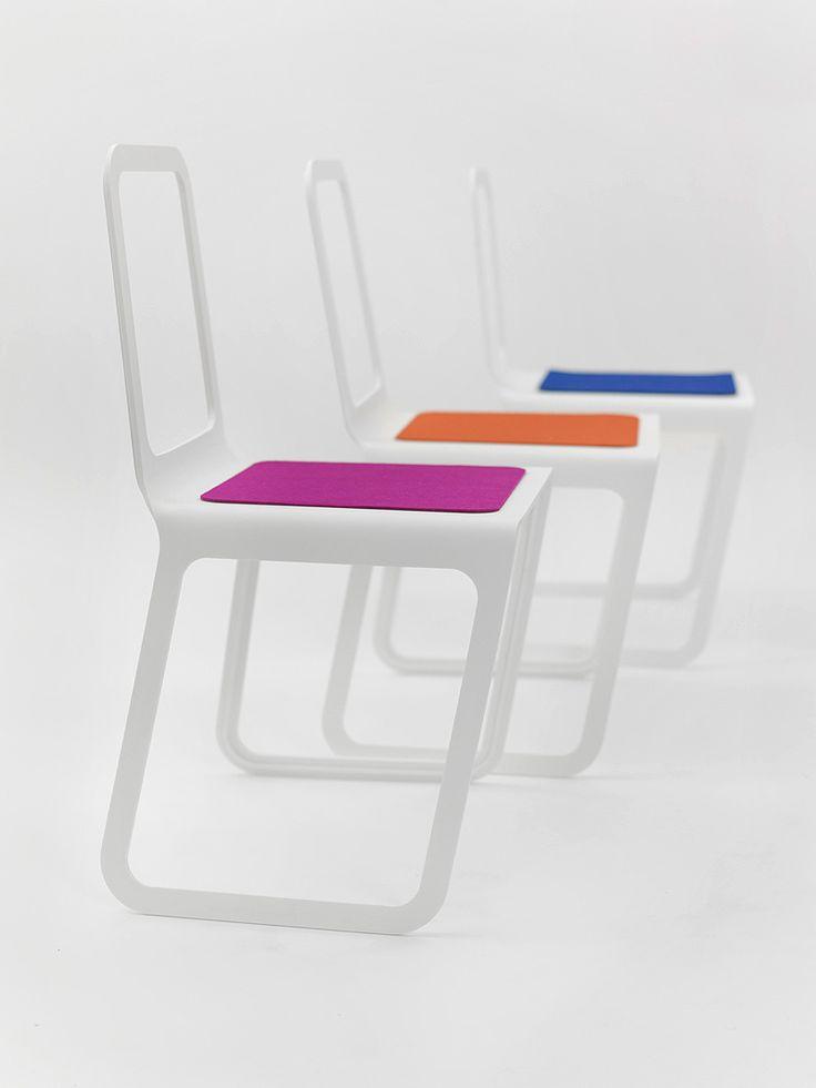 Original silla de Marco Hemmerling realizada en piedra acrílica Hi-Macs