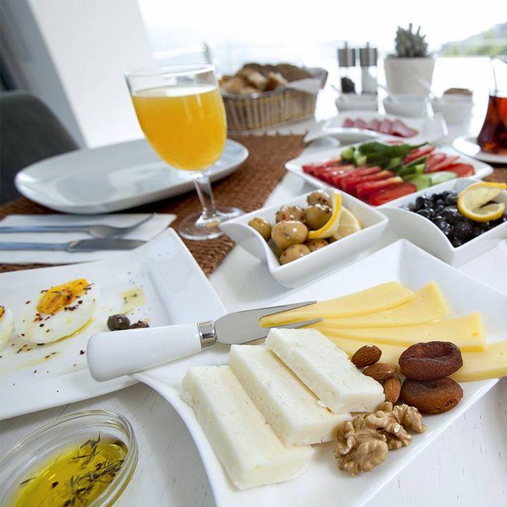 Kahvaltı günün en önemli öğünüdür. Sağlıklı bir kahvaltı 3 ya da daha fazla farklı besin grubundan oluşmalıdır. Bu farklılıklar kahvaltıya çeşitlilik kazandırır ve gün içinde enerji seviyenizi sağlam tutar.  #kudretinternational #hastane #saglik #ankara #turkiye #turkey