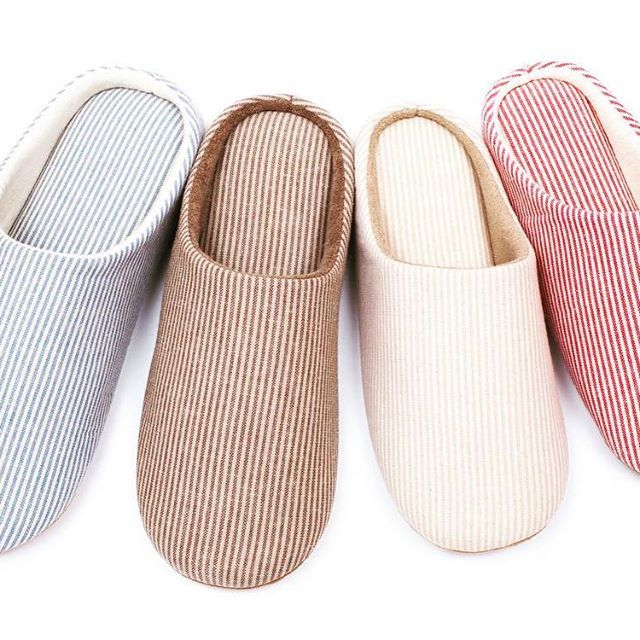 Our indoor slippers come with a gift 🎁 for everyone.  A carry bag for any type of shoes 👠 👞👟👡 #indoor #slippers #memoryfoam #breath #feet #organic #cotton #coffee #bag #carrybag #noiseless #stability #flexible #soft #comfortable #simple #design #all #age #all #sezon