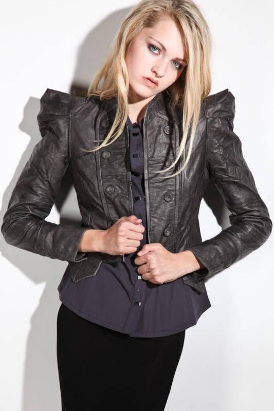 Зимняя собачья мода: Эта куртка стоила 850 000 руб.