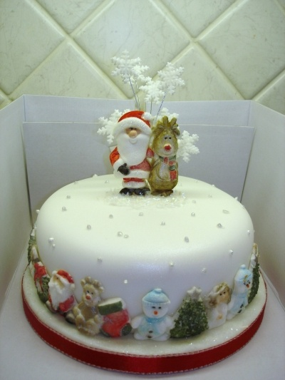 Christmas cake. By chocchippy on CakeCentral.com