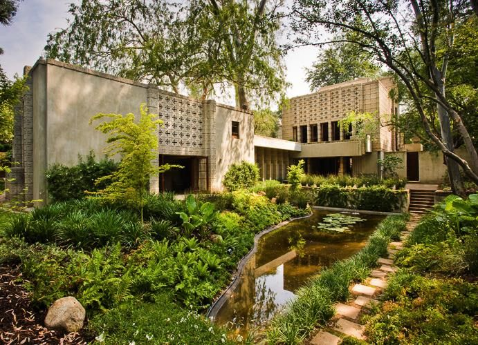 Click on the image to discover the first house ever designed by Frank Lloyd Wright only using concrete decorative blocks.