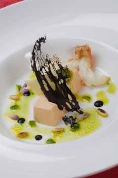 Receta de Taco de atún claro en aceite de oliva con pesto, crujiente de arroz negro de atún en crema de tomate y albahaca - A FUEGO LENTO