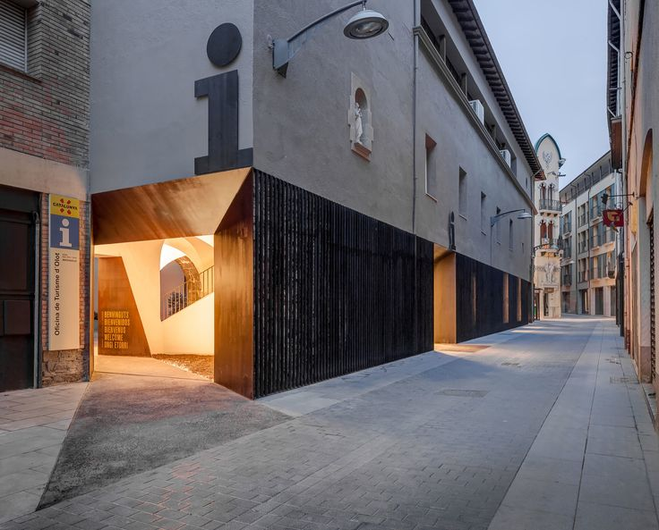 Completed in 2015 in Olot, SpainIt is an undetermined space in an old hospital building; we have a commission to design a new tourist office for the town. We start by searching for...