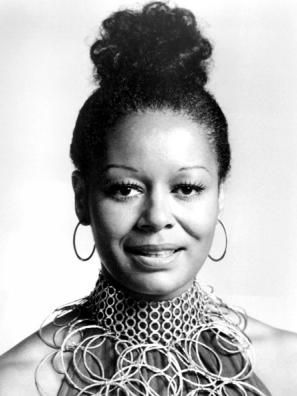 In 1969, the 1st Black actress to receive an Emmy award was Gail Fisher (1935-2000). Fisher was also the 1st Black person to have a speaking part in a nationally televised commercial in 1961 & is the only Black woman to receive the Duse Award from the Lee Strasberg Actors Studio #BlackHistoryMonth #BlackHistoryYouDidntLearnInSchool #BlackHistory #BlackHistoryEveryMonth #BlackExcellence #BlackHistoryEveryDay #BlackHistoryIsAmericanHistory #BlackHistoryRocks #todayinblackhistory #BlackFact