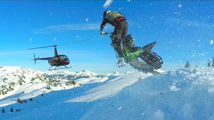 バイクのタイヤをソリとキャタピラに付け替えて、雪上を爆走できるようにした乗り物が「スノーバイク」です。そんなスノーバイクを「世界一のスキー場」とも称されるカナダ・ウィスラーの奥地にヘリコプターで搬