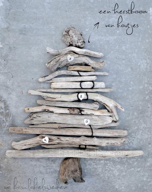 Een kerstboom van houtjes.
