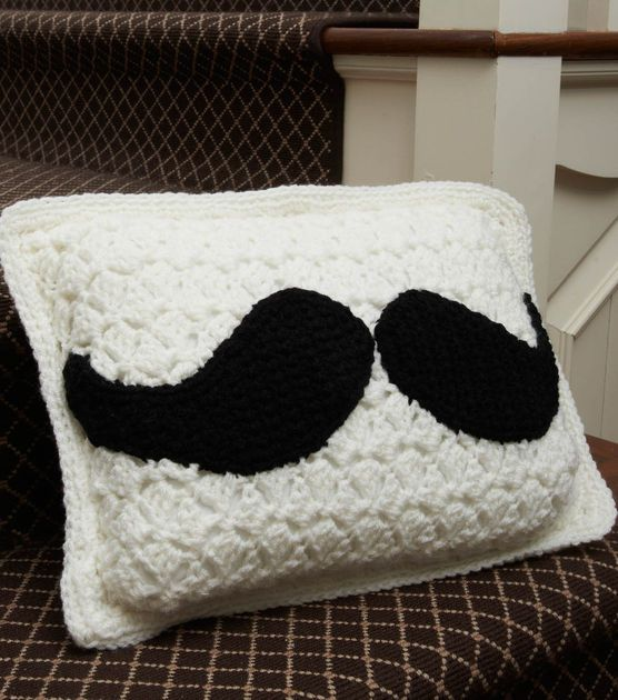 This mustache pillow is so fun!Free Pattern, Red Heart, Moustaches Pillows, Crochet Pillows, Mustaches Pillows, Crochet Pattern, Crochet Knits, Pillows Free, Crochet Mustaches