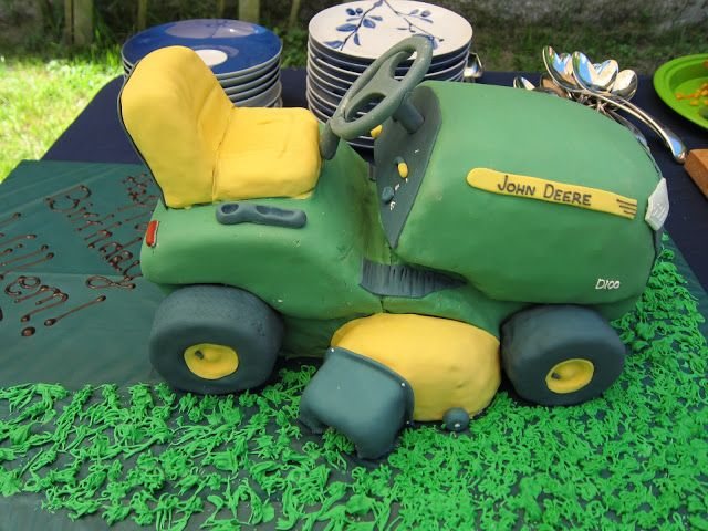 milk and blackberries: Lawnmower cake