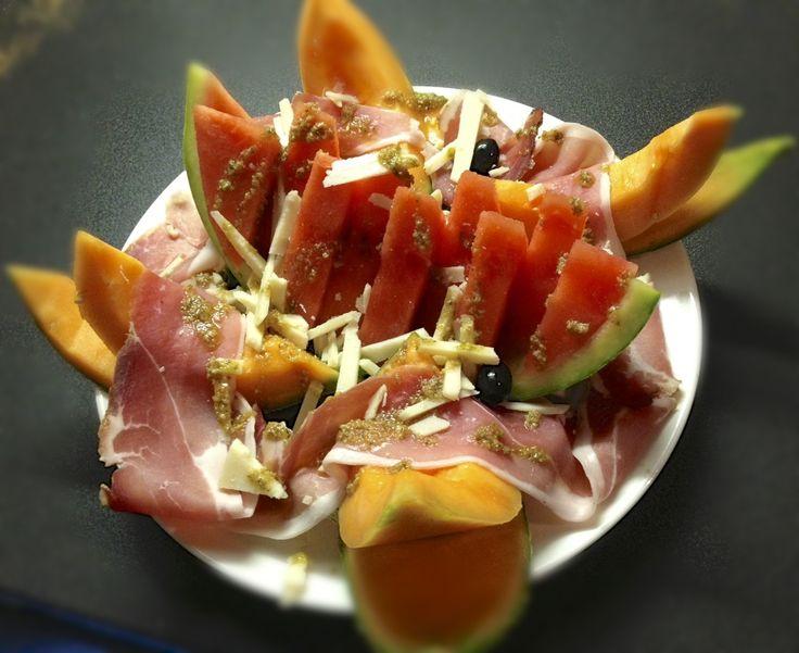 Carte été 2013 :  Salade de melon, pastèque, jambon cru et parmesan.