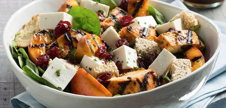 Receta refrescante, deliciosa para toda ocasión. Aprovecha los beneficios antioxidantes de la fresa  además del aroma fresco del tomillo, manténte hidratado con esta receta súper fácil de preparar.