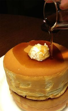 Souffle Pancakes by Hoshino Coffee, Tokyo, Japan 星乃珈琲店 スフレパンケーキ.  I want the recipe,please!