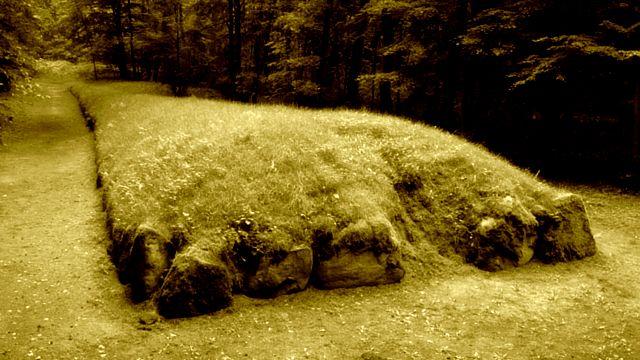 Brzmi niewiarygodnie ale tyle właśnie liczą sobie te grobowce: http://bloggingnetworkonline.com/Polska/polskie-piramidy-sprzed-5500-lat/