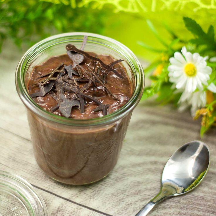 Die Avocado-Schoko-Creme ist lecker und gesund. Zudem ist sie zuckerfrei, glutenfrei und lowcarb. Das Dessert ist auch ein guter Pudding-Ersatz.