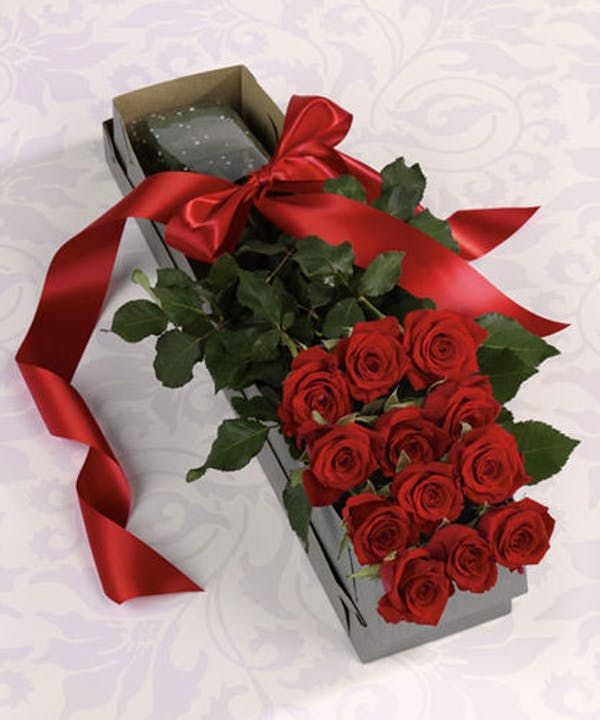 Surprise Your Love With Our Boxed Roses This Dozen Stunning Ecuadorian Box Of Roses Wil Valentines Flowers Same Day Flower Delivery Unique Flower Arrangements