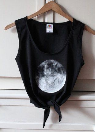 Kup mój przedmiot na #vintedpl http://www.vinted.pl/damska-odziez/bluzki-bez-rekawow/18561120-czarna-krotka-wiazana-bluzka-koszulka-top-z-ksiezycem-moon-s-36-handmade