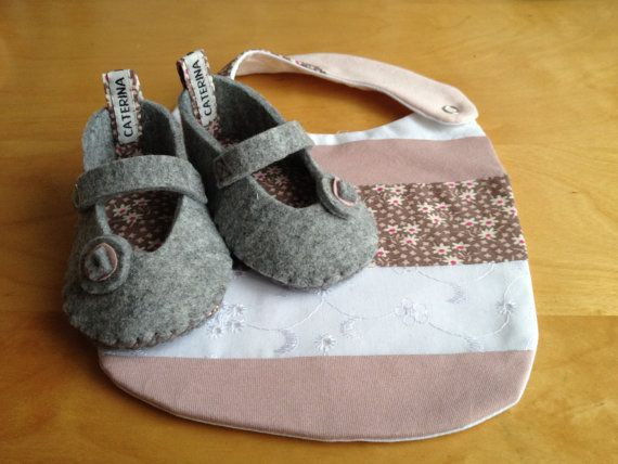 Felt baby shoes  and bib  pink/flower by CaterinaMorelli on Etsy