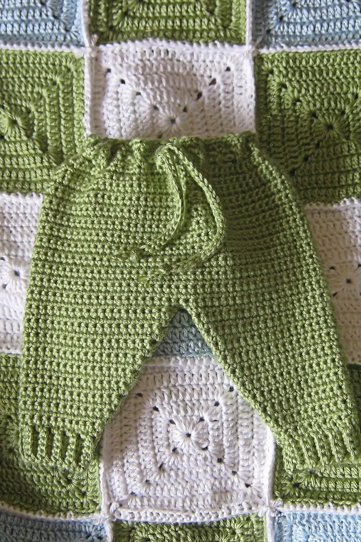 "Baby crochet ""jogging"" pants - free pattern. (love the blanket, too)"