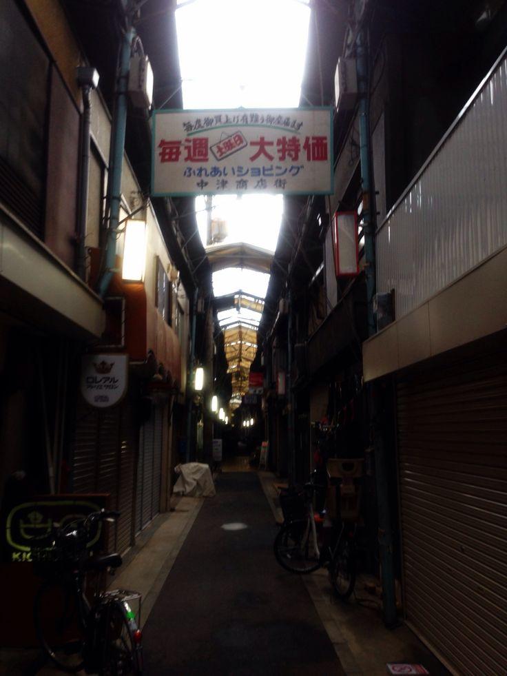 台風11号に備えて屋根を開けた中津商店街。残念ながら淀川花火大会も中止。 Nakatsu, Osaka, Japan.