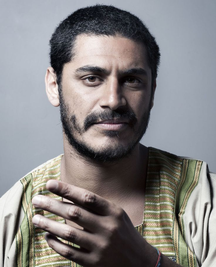 Criolo:  a Brazilian singer of rap and soul, real name Kleber Cavalcante Gomes. With a career starting in 1989