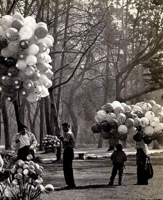 """""""Globeros en el Parque de Chapultepec"""" de Bob Schalkwijk."""