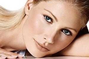 """La Manzanilla fue considerada en todas las épocas como un """"cúralo todo"""", pero sus propiedades medicinales sobre la piel la transforman en una verdadera panacea y de hecho forma parte de la mayoría de los productos comerciales para los distintos tratamientos de piel. SIGUE LEYENDO EN: http://alimentosparacurar.com/n/246/manzanilla-para-tratar-el-acne-y-problemas-de-piel.html"""
